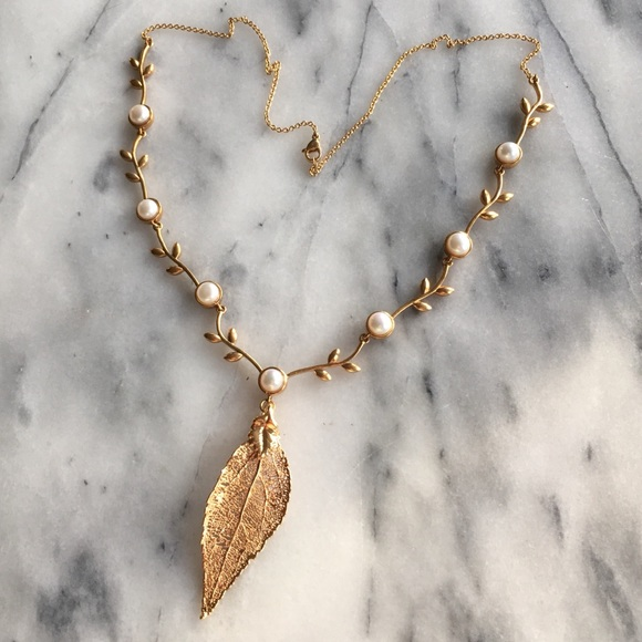 Karis Jewelry - 24k Gold Dipped Leaf  Statement Necklace NWOTs